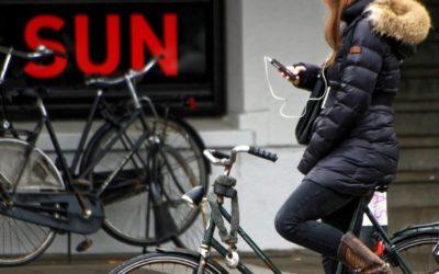 Hoe zit het met schadevergoeding bij een ongeval door smartphone gebruik?